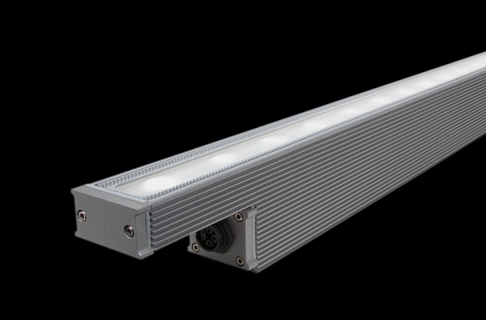 Linear projectors for interior and exterior applications