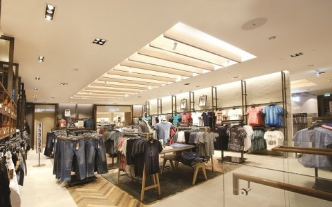 Mondo Arc Spotlights Next Store's Use of Lumentalk