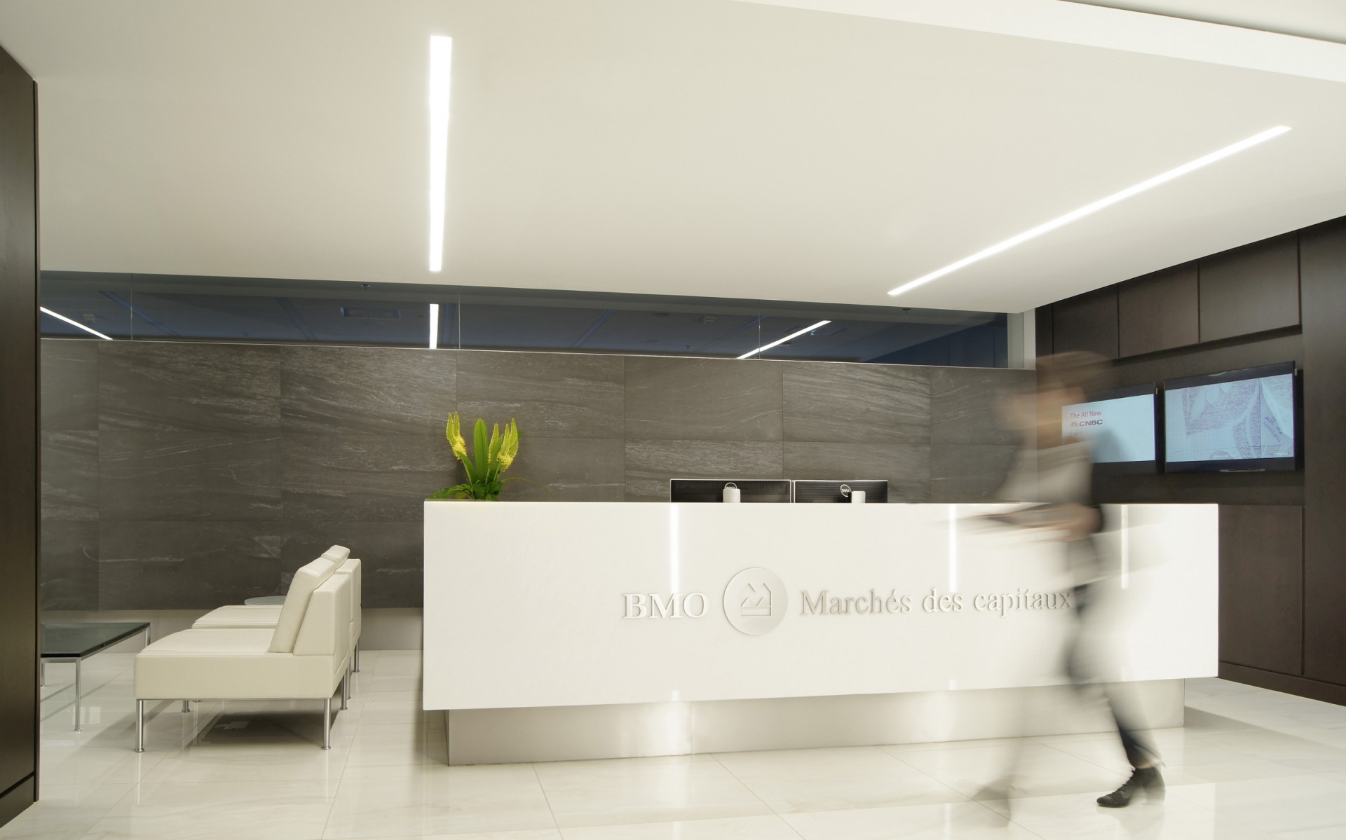 As part of a renovation of its Montreal headquarters, BMO Capital Markets wanted a flexible, efficient new lighting concept.