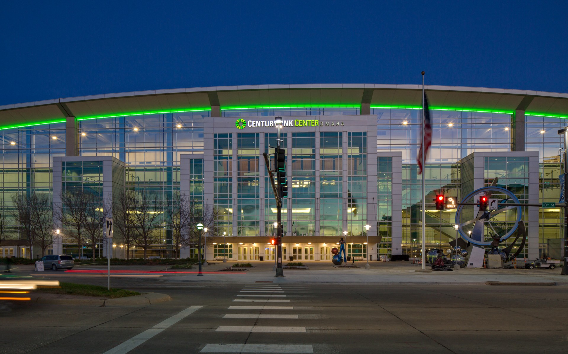 The CenturyLink Center in downtown Omaha is a modern, multi-functional entertainment complex featuring a 14,000-seat arena and a 194,000-ft² exhibition hall.