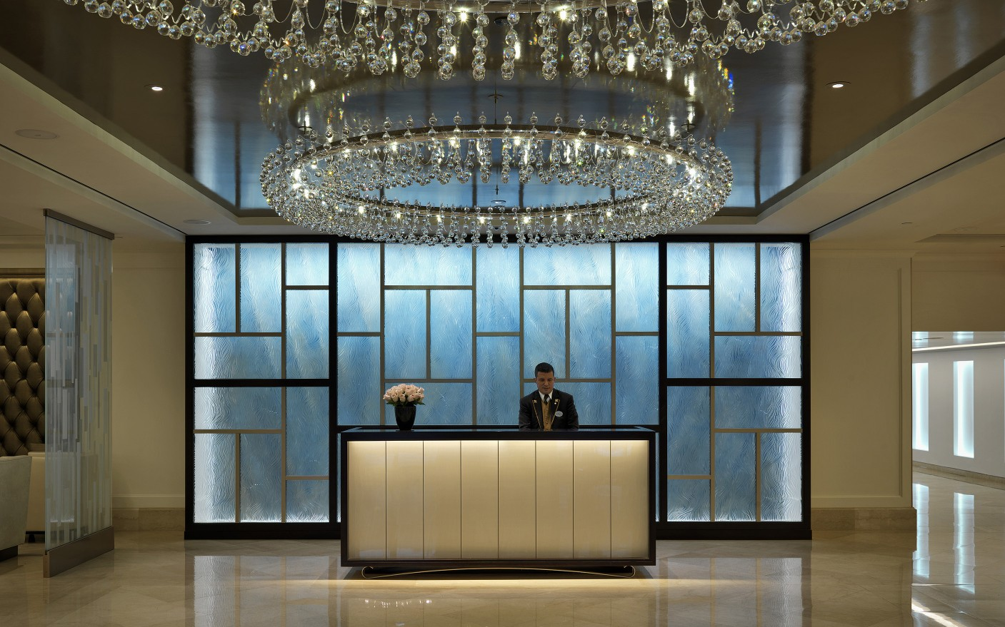 To modernize the Langham Hotel lobby, Horton Lees Brogden used Lumenfacade fixtures in the feature wall.