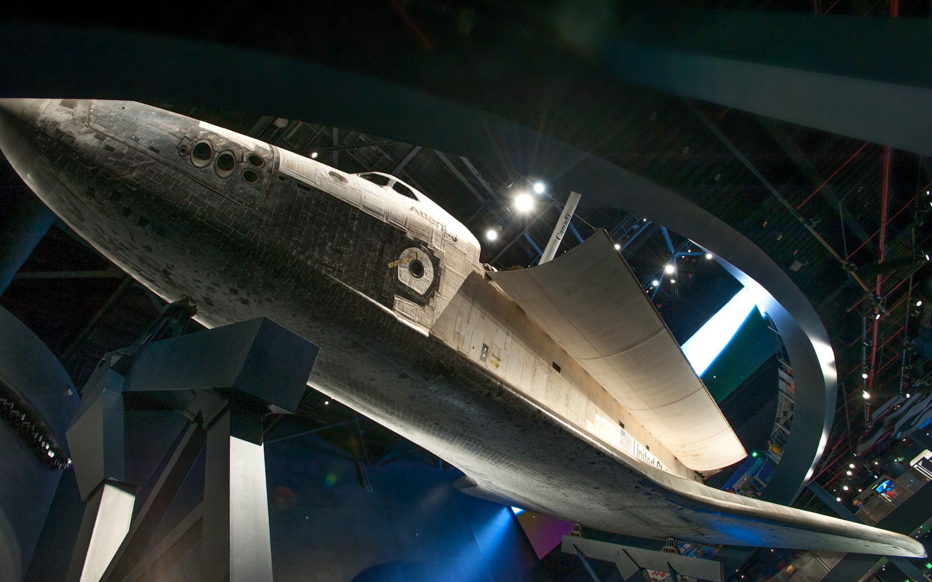 Using the museum's catwalks, Fisher Marantz Stone aimed the luminaires towards the shuttle, making the orbiter glow against the darkened backdrop.