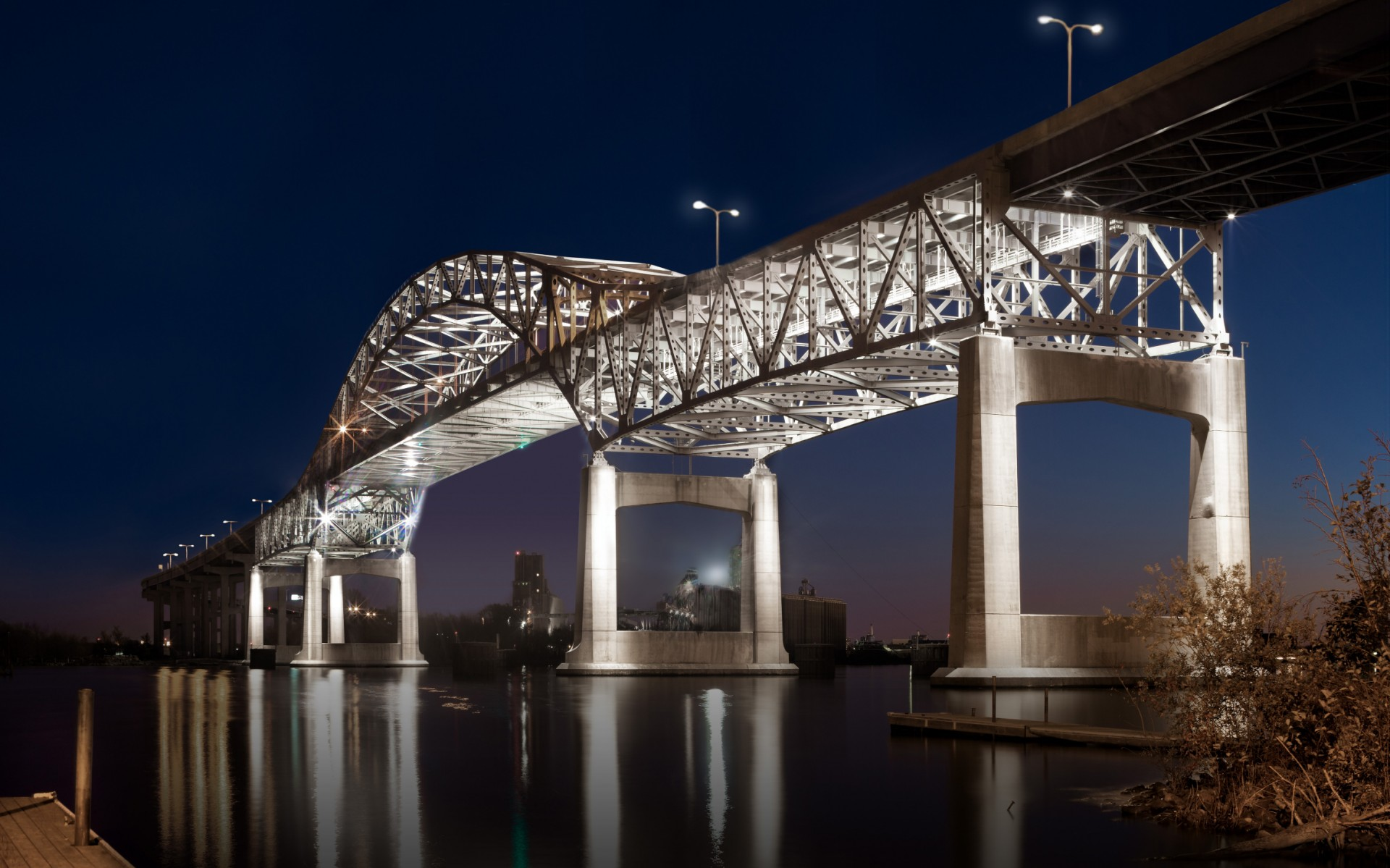 The Minnesota and Wisconsin Departments of Transportation used Lumentalk technology to modernize the lighting system on the Blatnik Bridge.