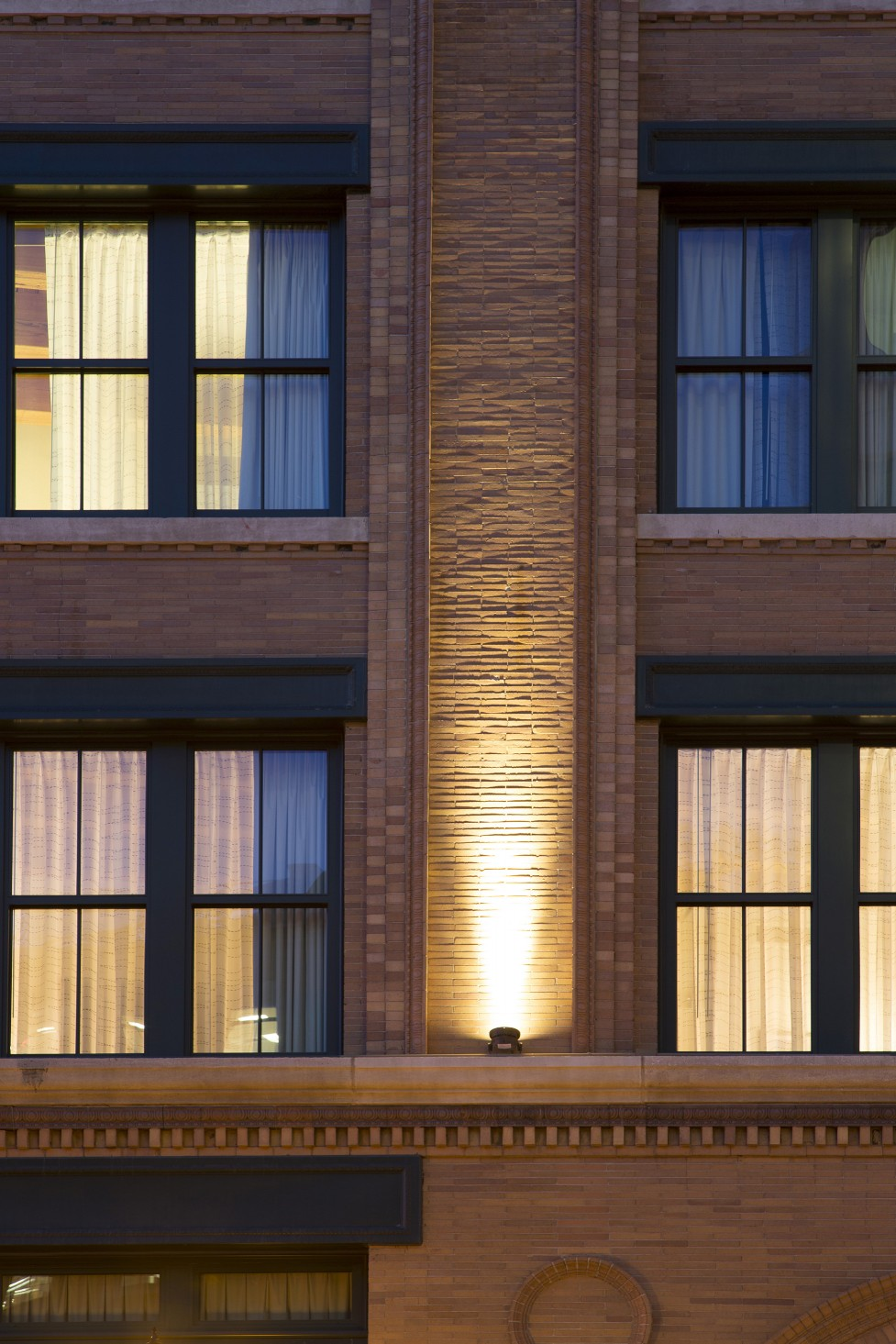 Schweppe used Lumenpulse Lumenbeam Medium fixtures to accent the facade.