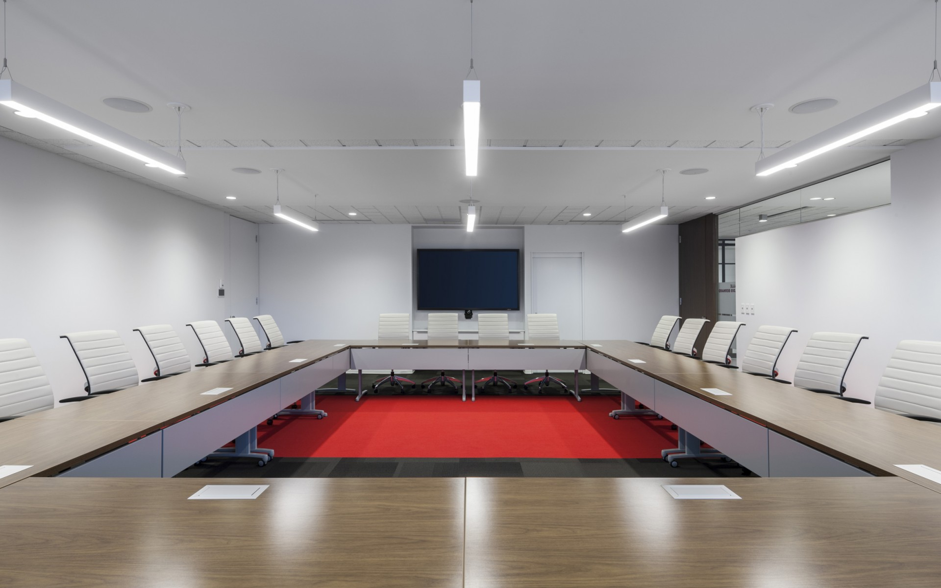 The Ordre des Dentistes du Québec used Lumenpulse LED luminaires to increase the flexibility of their office lighting, while cutting maintenance costs and energy consumption.