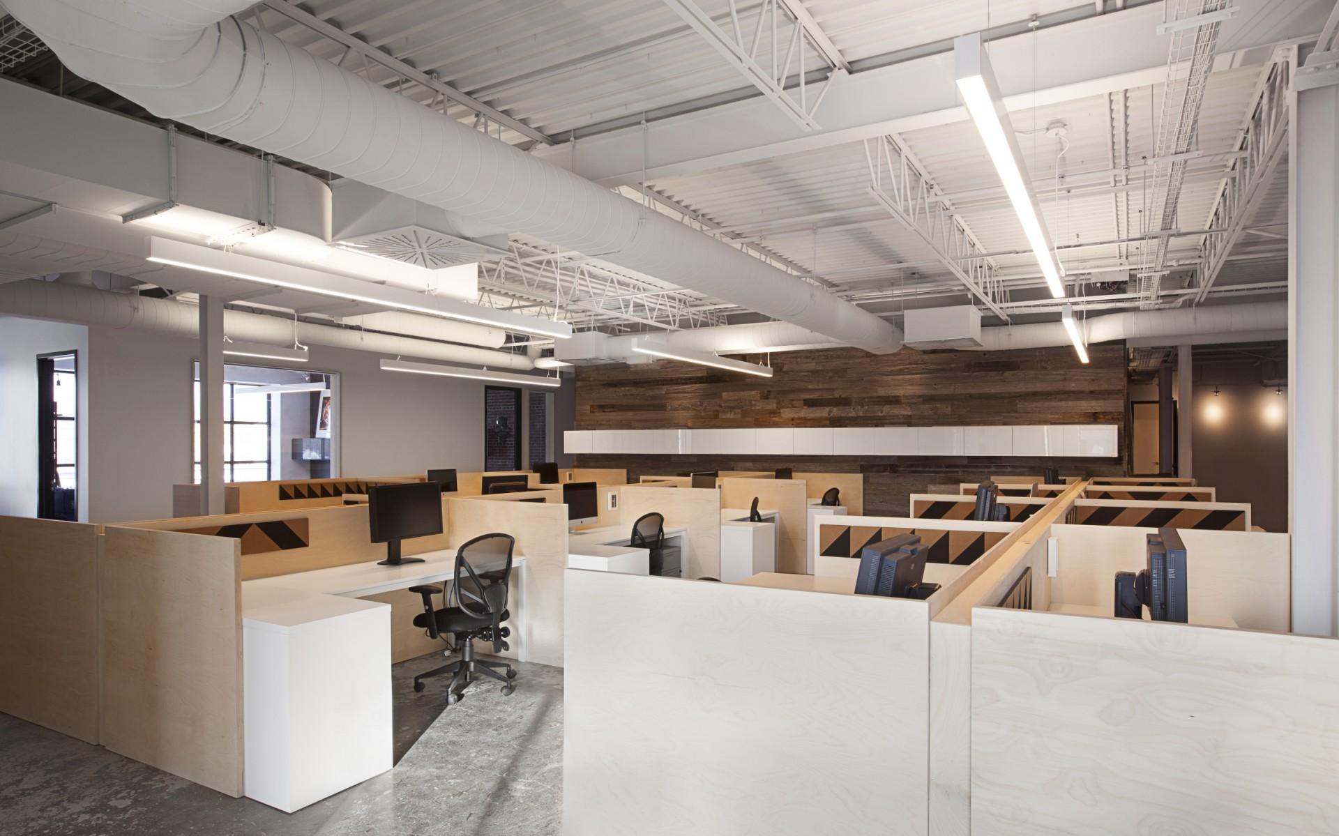 The Lumenline Pendant Direct luminaires allowed to deliver bright uniform light, which is perfect for the open spaces.