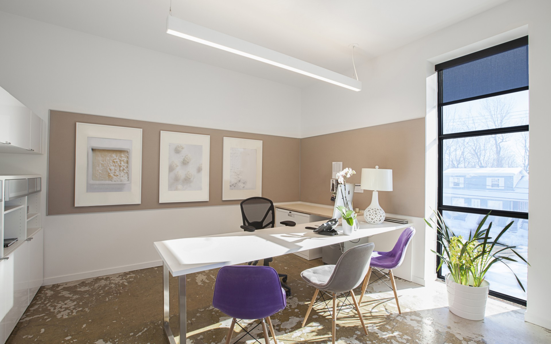 For the directors' offices, Lumenline Pendant Regressed were installed because they offer a versatile lighting for all needs, such as meetings, office work or creative time.