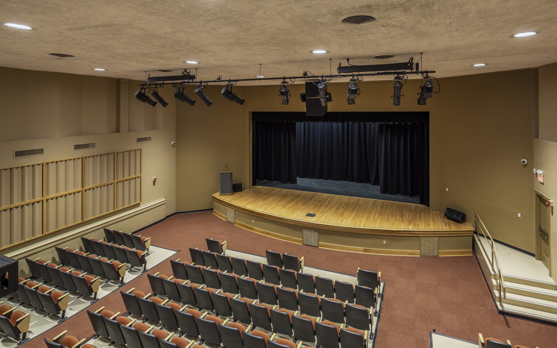 To improve flexibility, and reduce costs, Curtis H. Stout Inc. opted for Lumenpulse luminaires.