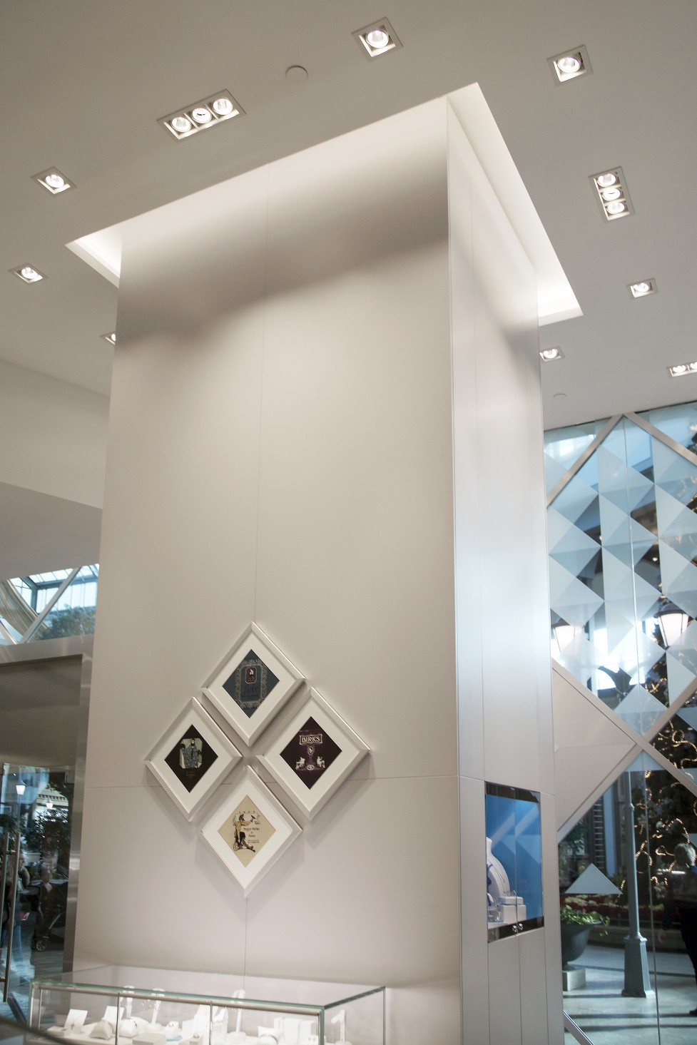 Installed in the ceiling throughout the store, the luminaires illuminate the displays, while also providing general lighting for the sales floor.