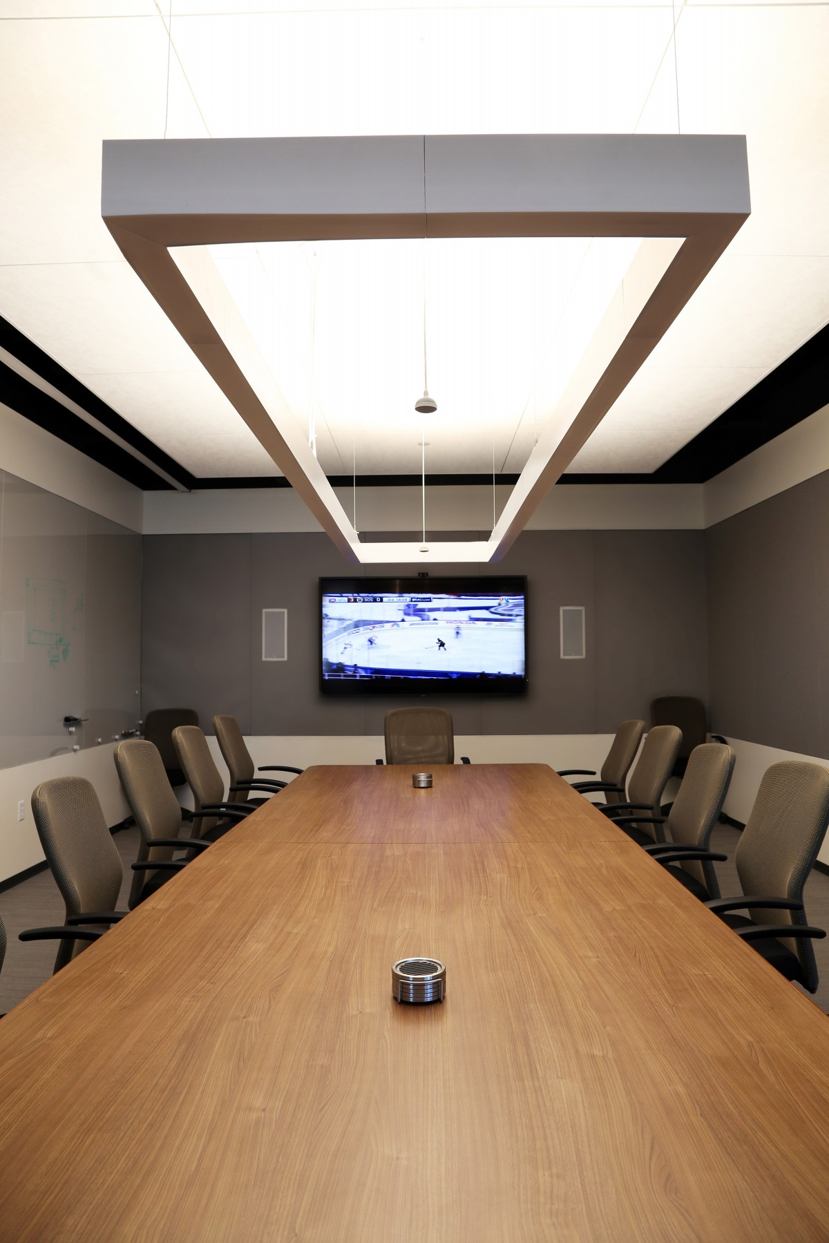 In the boardroom, a Lumenline direct / indirect rectangle pendant features an uplight and downlight that are controlled separately and integrated into preset scenes.