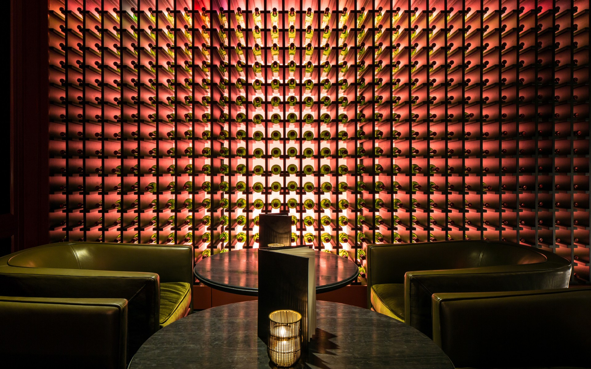CM Kling used Lumenpulse LED luminaires to give the Trouble's Trust bar a modern ambiance.