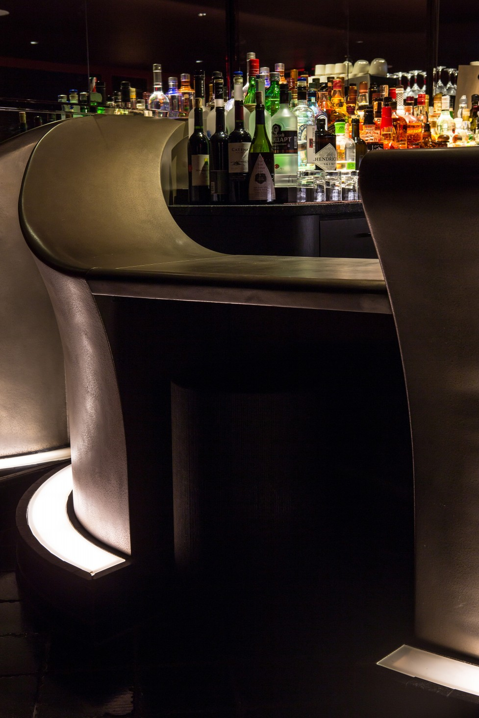 To illuminate the bar area, CM Kling used 2700K Lumentask fixtures.