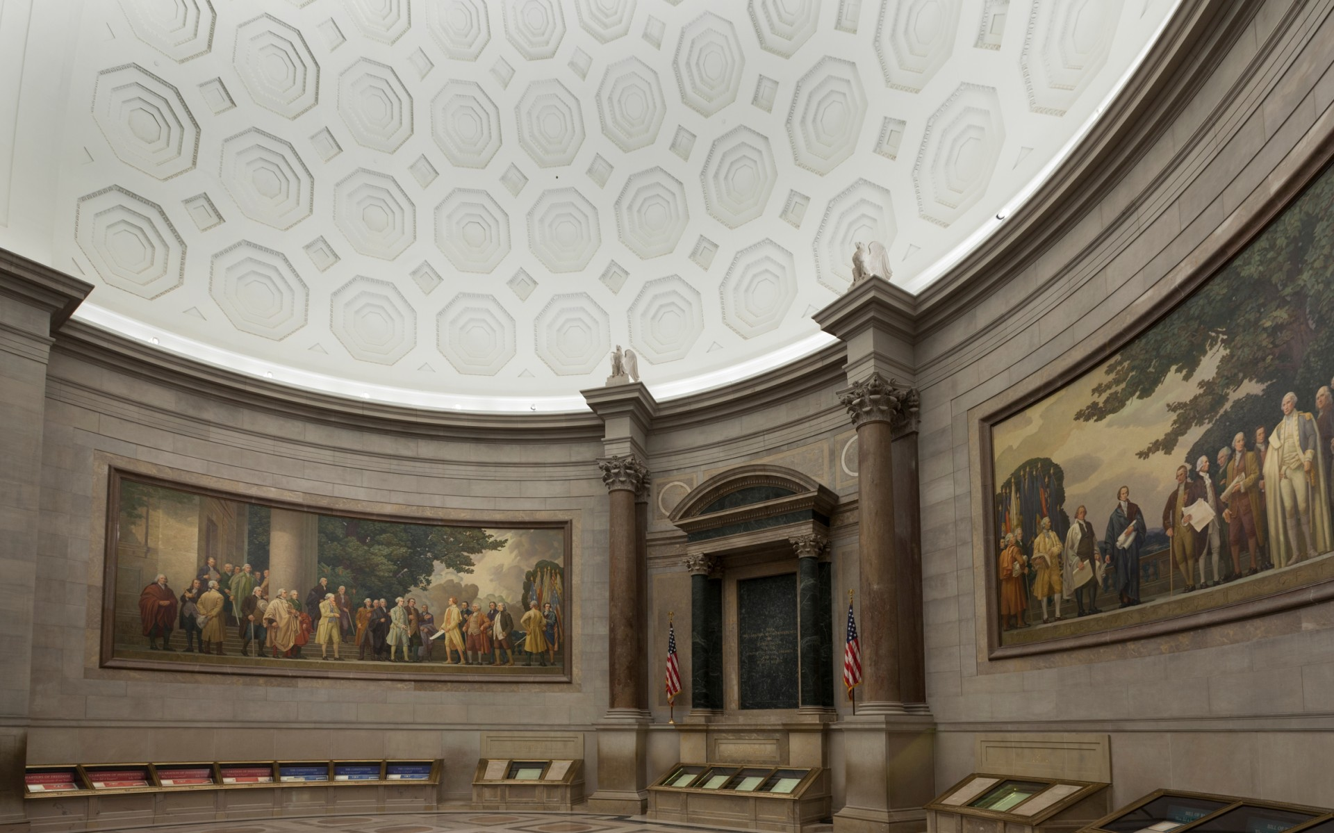 Lumenbeam Medium luminaires light the Rotunda's two large murals from opposing sides.