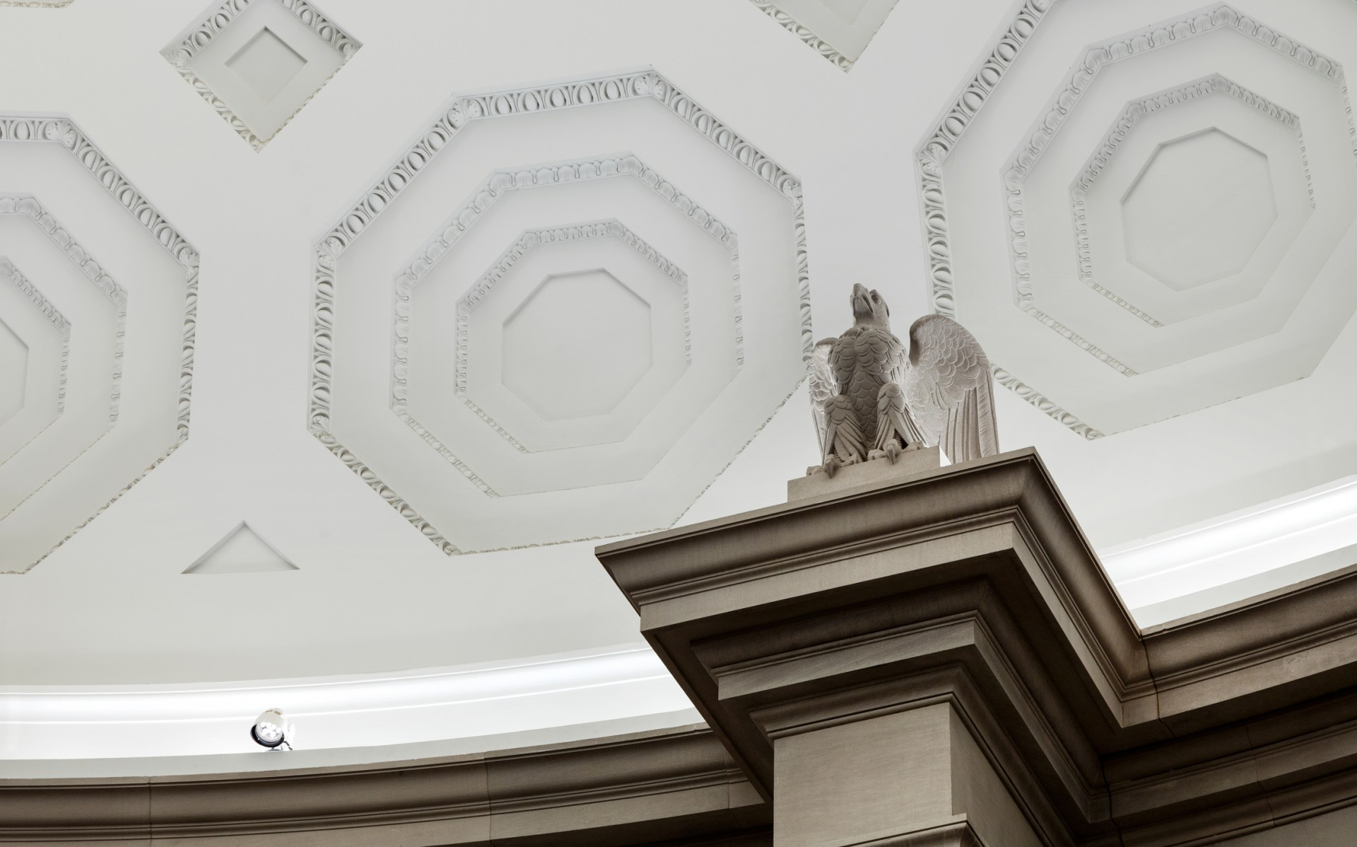 Mounted on the ledge, the 2850K luminaires are finished in white to blend into the background.