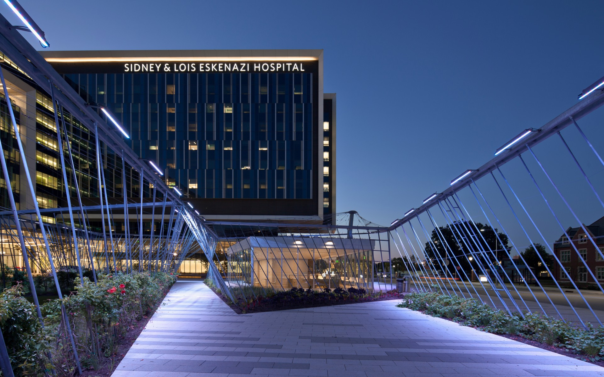 At the Eskenazi Health Hospital in Indianapolis, Tillett Lighting Design Associates (TLDA) used Lumenpulse luminaires to give the garden pavilion a soothing nighttime feel.