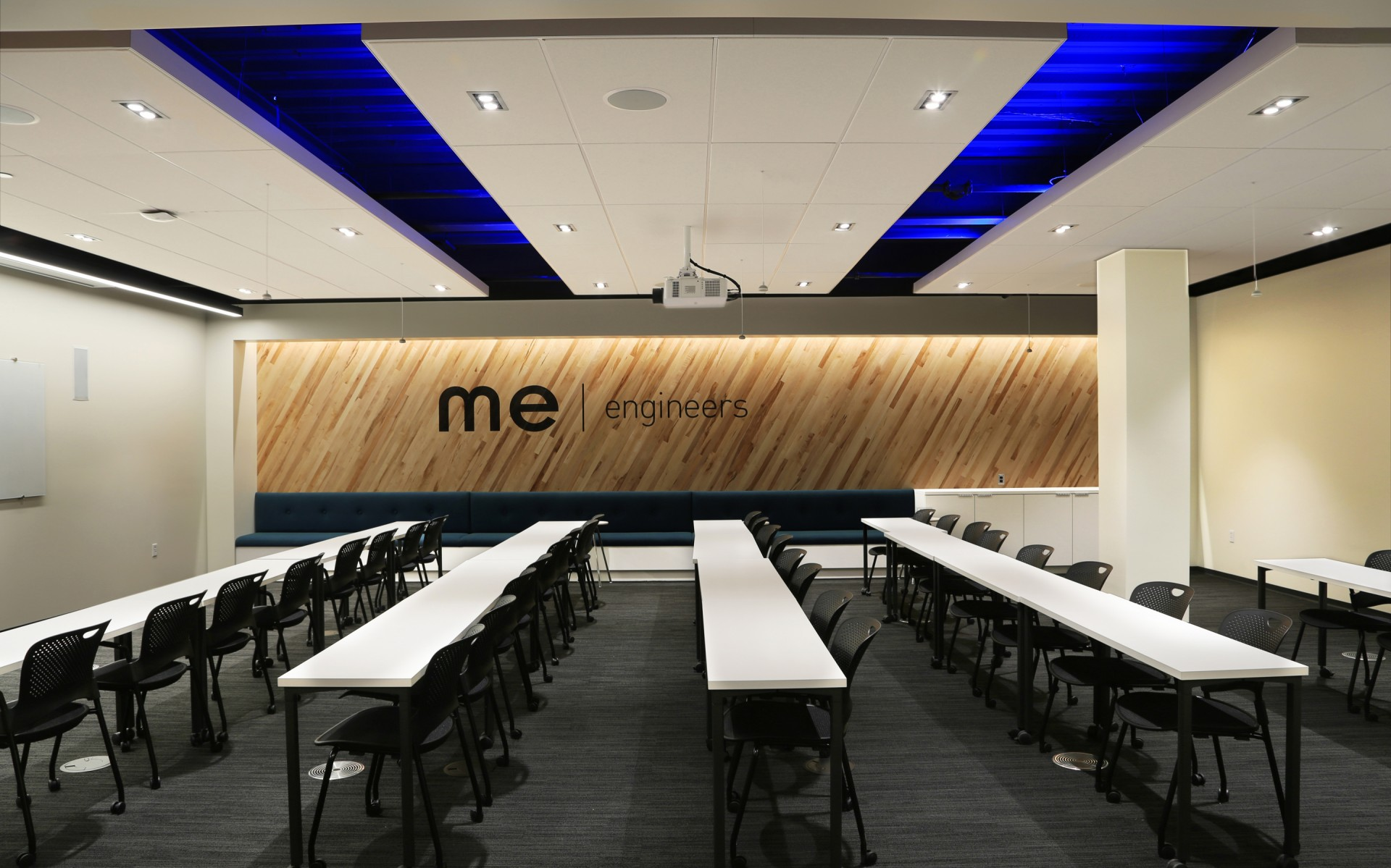 Lighting designers at ME Engineers used Lumenpulse fixtures to help create a flexible, vibrant new office space.