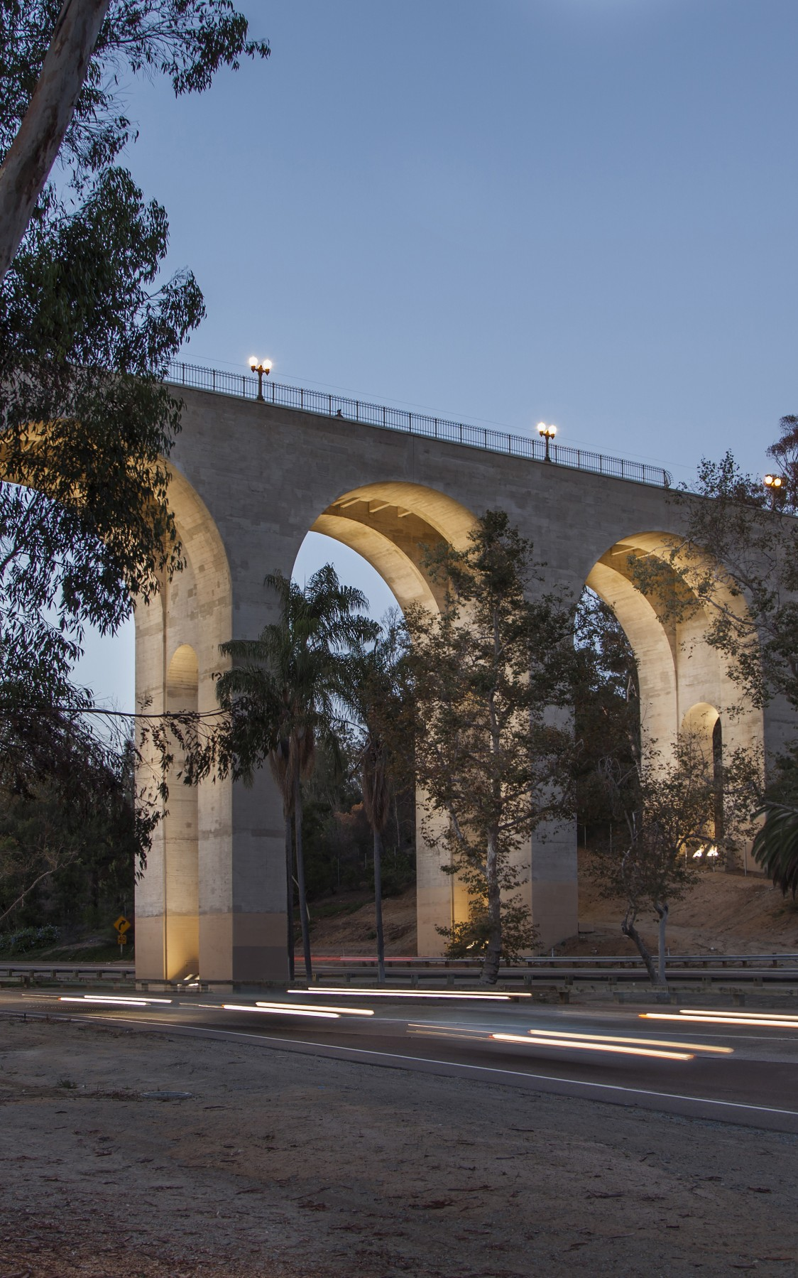 Lighting designers Illumination Arts decided to light the bridge's arches  to give it a three-dimensional appearance.