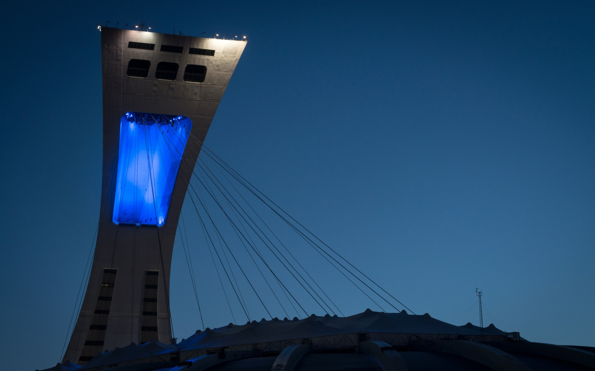 To modernize the tower's open arch lighting, Lumenbeam Large Color Changing luminaires with 6° and 20° beam angles were used.