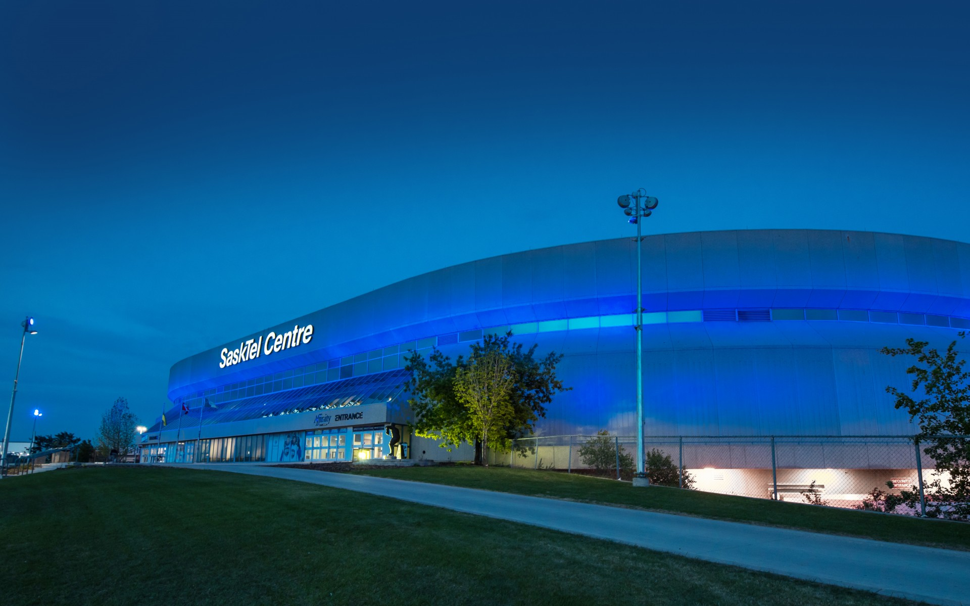 Fully programmable, the luminaires give the arena the ability to commemorate special events and holidays with different lighting scenes and colors.