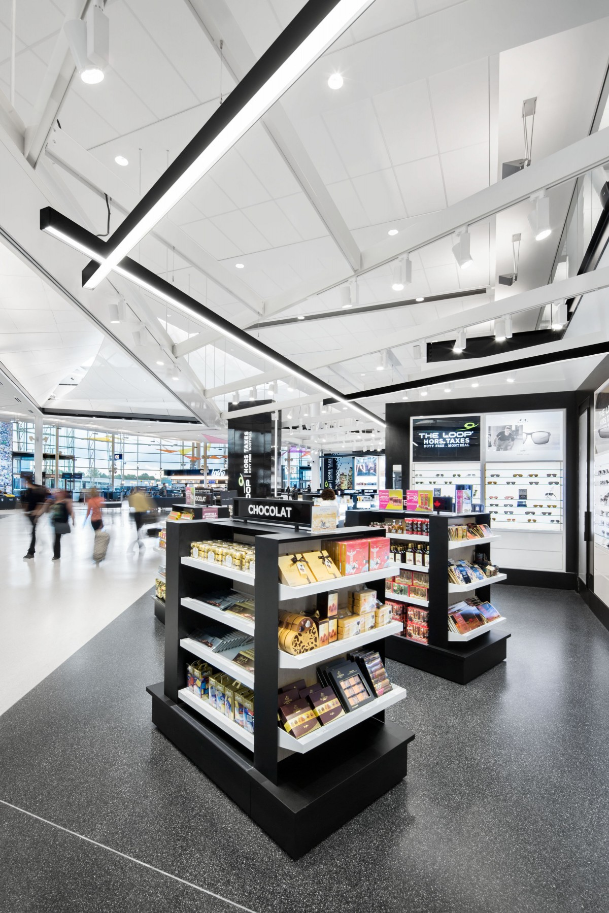 These axis of lights were developed as directional elements to capture the attention of passengers and help to move circulate into the shops.  – Stéphane Brügger