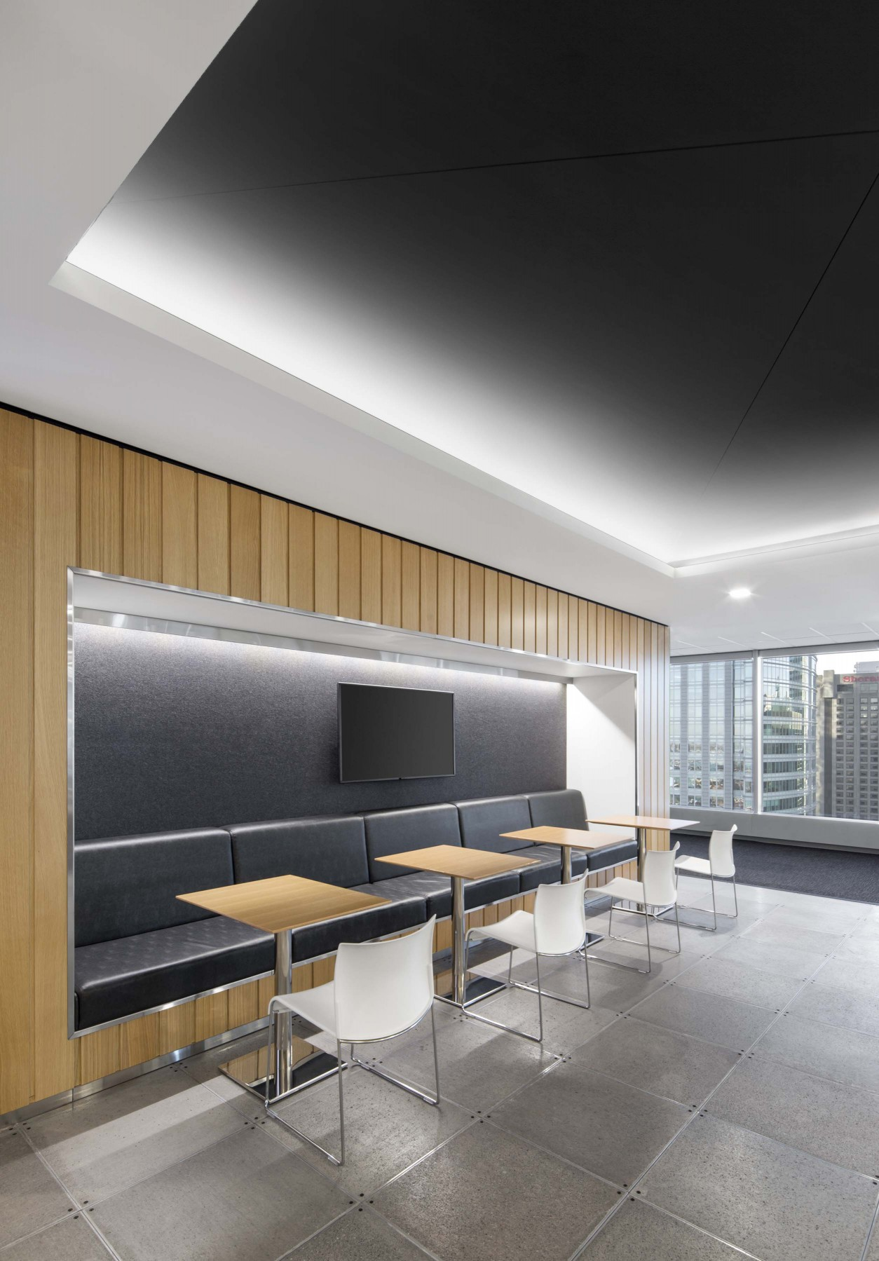 The thorough uniformity that the Lumenpulse luminaires provided eliminated any hot and cold areas by keeping a consistent warmth throughout the large main space, as well as within the closed spaces. – Stéphane Brugger