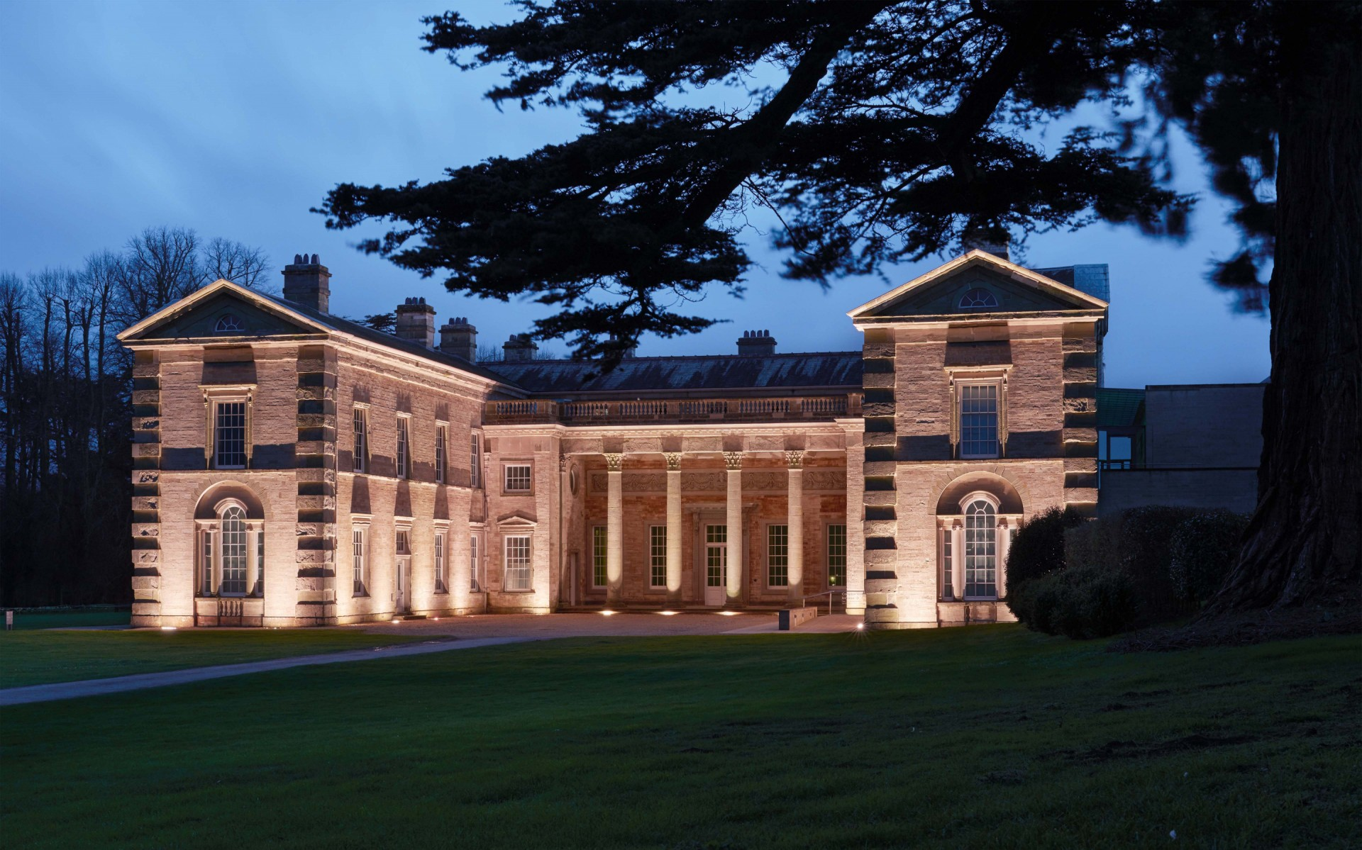 Compton Verney is a Grade I-listed Georgian mansion in Warwickshire, England. – James Newton