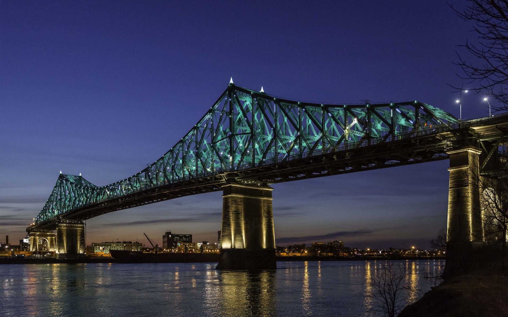 El puente Jacques-Cartier se engalanó con un nuevo diseño de iluminación, llamado LIVING CONNECTIONS. – The Jacques Cartier and Champlain Bridges Incorporated
