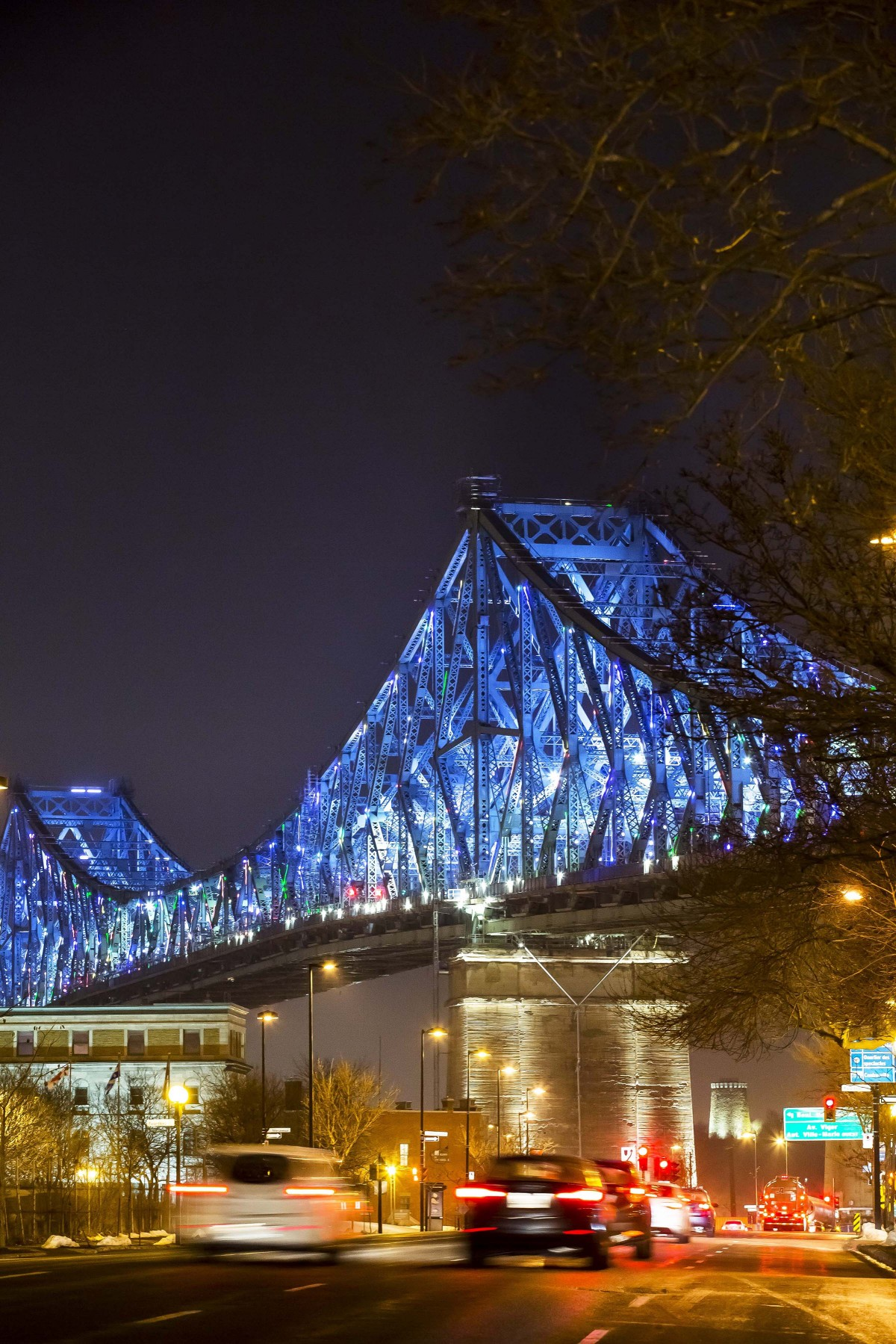 Le plus important était la conformité à la norme antivibrations 3G pour les ponts, et de savoir avec confiance que les produits pourraient résister à la vibration constante du trafic. – The Jacques Cartier and Champlain Bridges Incorporated