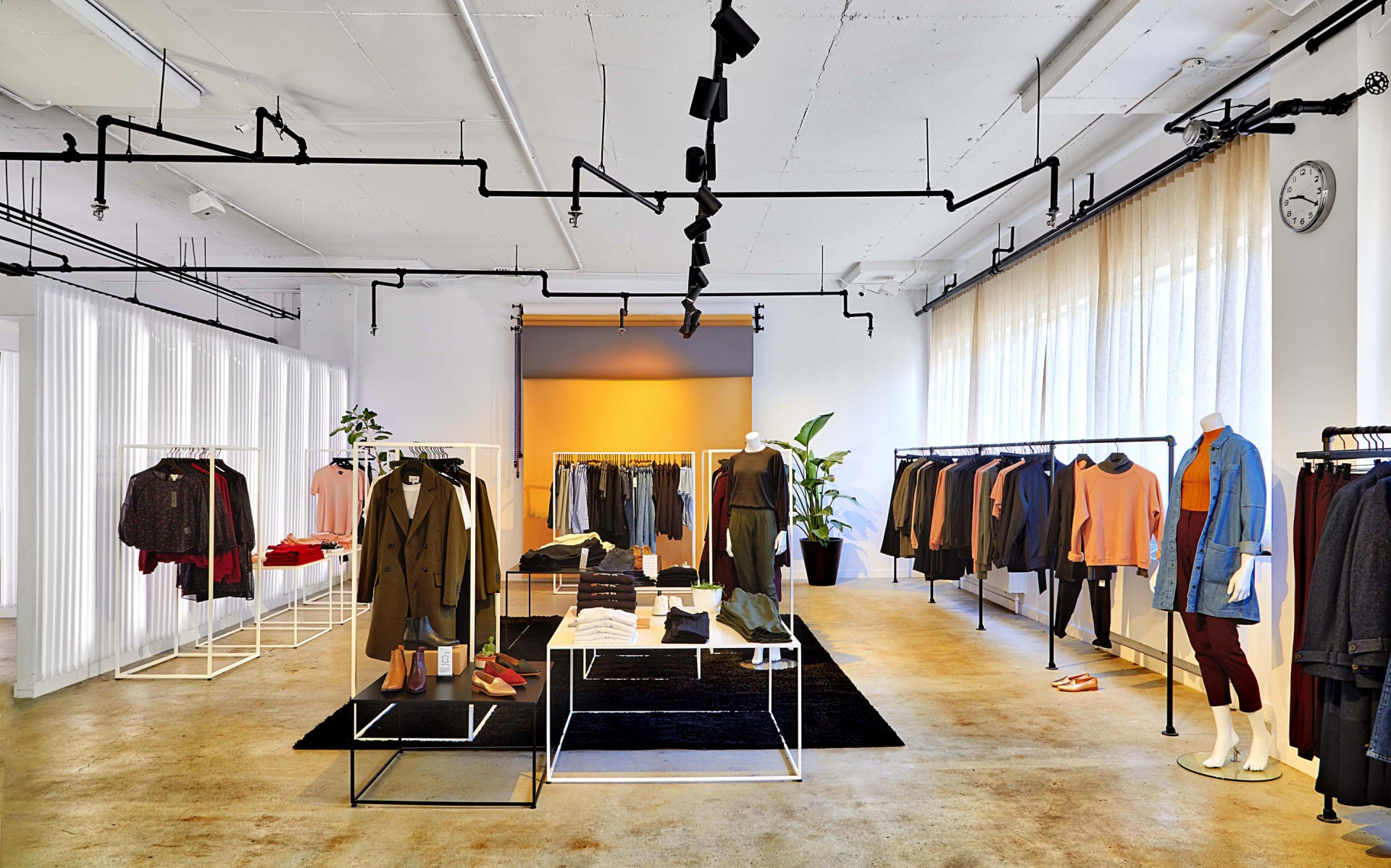 Frank And Oak introduced womenswear in its assortment in 2016 and decided to open women-dedicated retail spaces in fall 2017.
