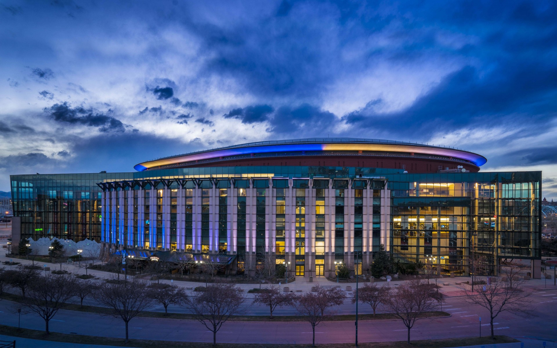 The exterior, upper circular rim of the arena is grazed by Lumenfacade luminaires.  – Sam Koerbel
