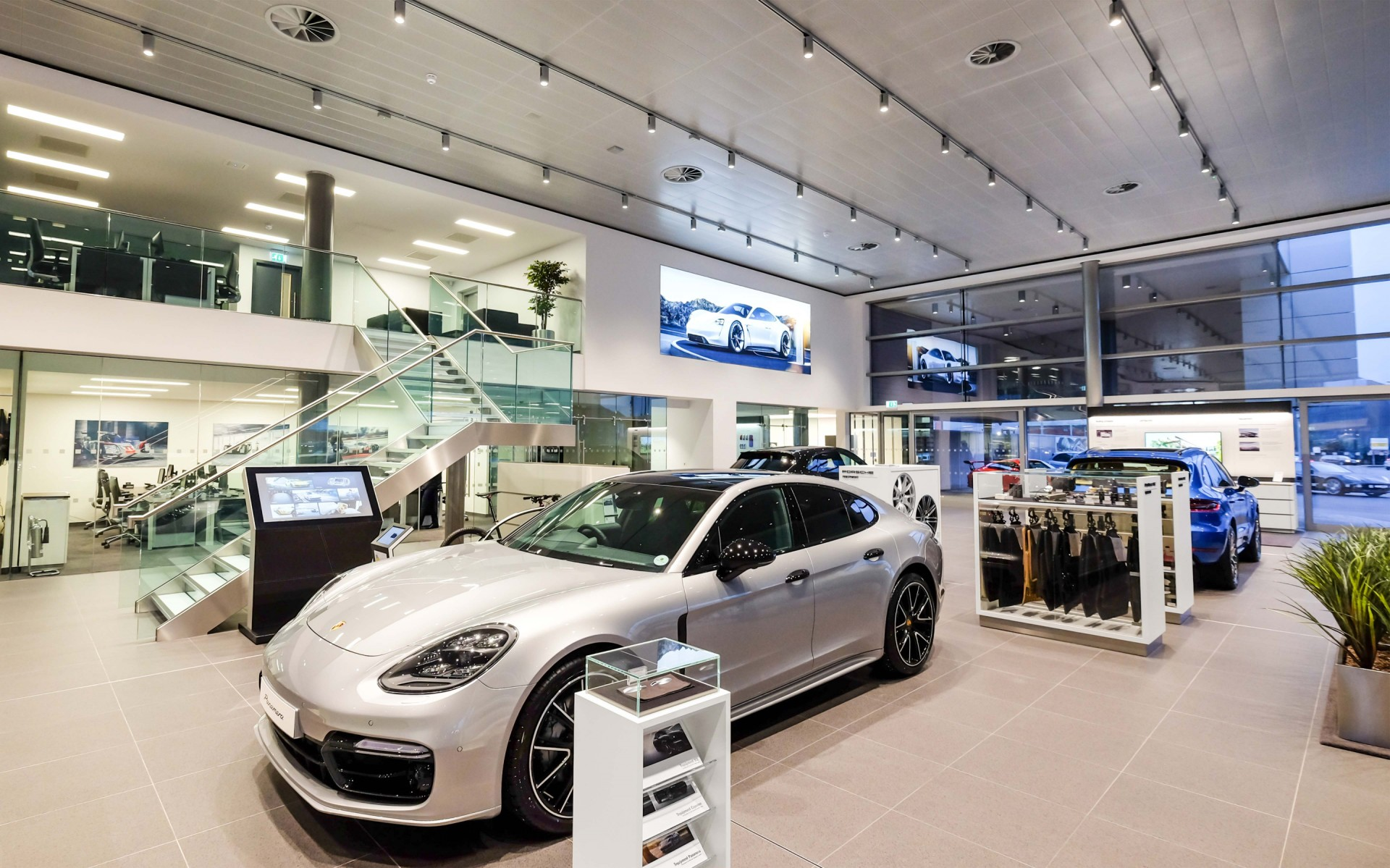 Primarily used on tracks in the Porsche showroom, the M4 spotlights provide the general lighting for the space from the six-meter-high ceiling without creating any pin spotting. – Lloyd Crawford