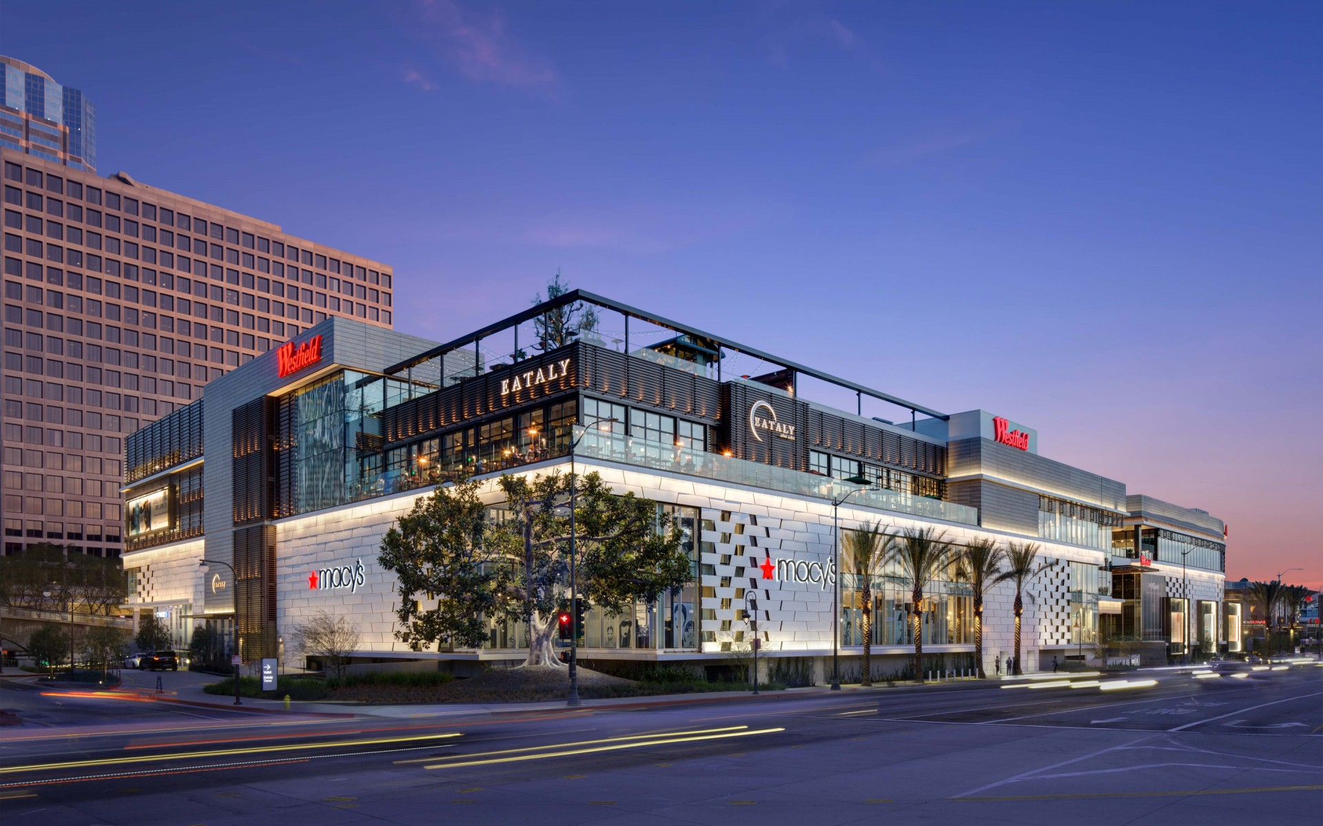 Standing out in LA might be difficult, but Lumenpulse luminaires have helped make the facade of the Westfield Century City a retail space to remember. – Martin King