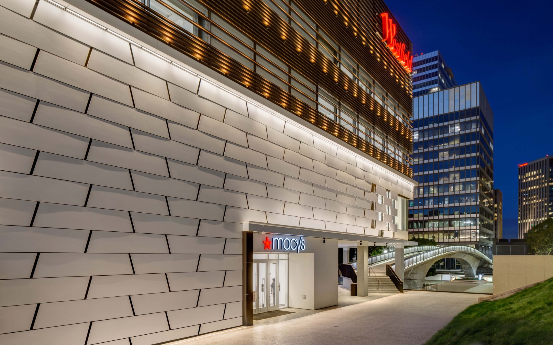 The luminaires can be adjusted to provide a range of crisp white illumination to a warmer, more intimate lighting on the molded, artistically textured main white sections of the facade. – Martin King