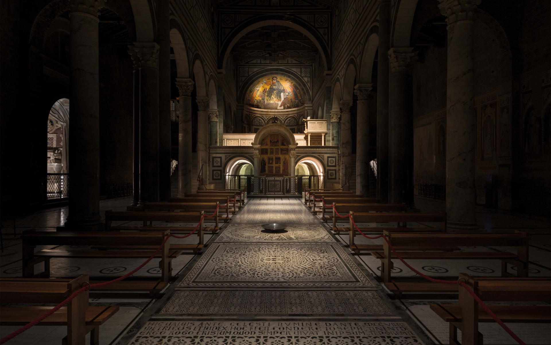 Upon entering the basilica, one is struck by the contrast between the natural outdoor light and the darkness of the interior.  – Matteo Bencini - Matteo Trentanove