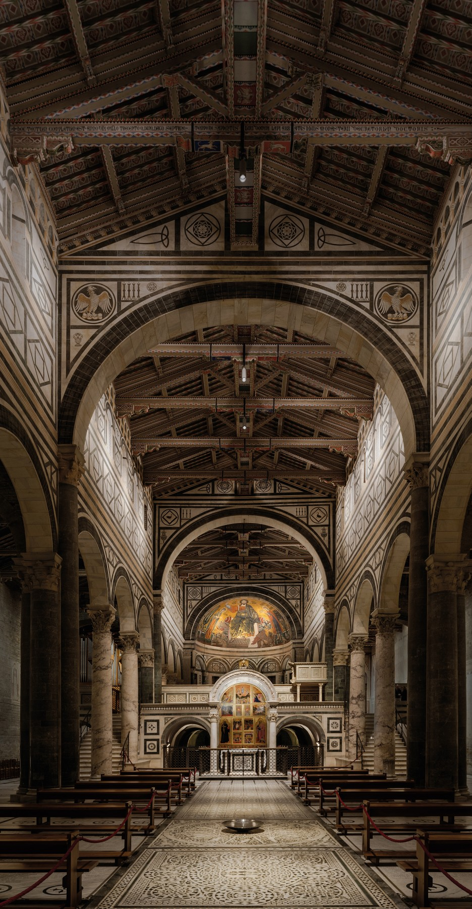 Lumeniris luminaires were used to light the main areas of the church, as well as to highlight the ceiling and the main aisles.  – Matteo Bencini - Matteo Trentanove