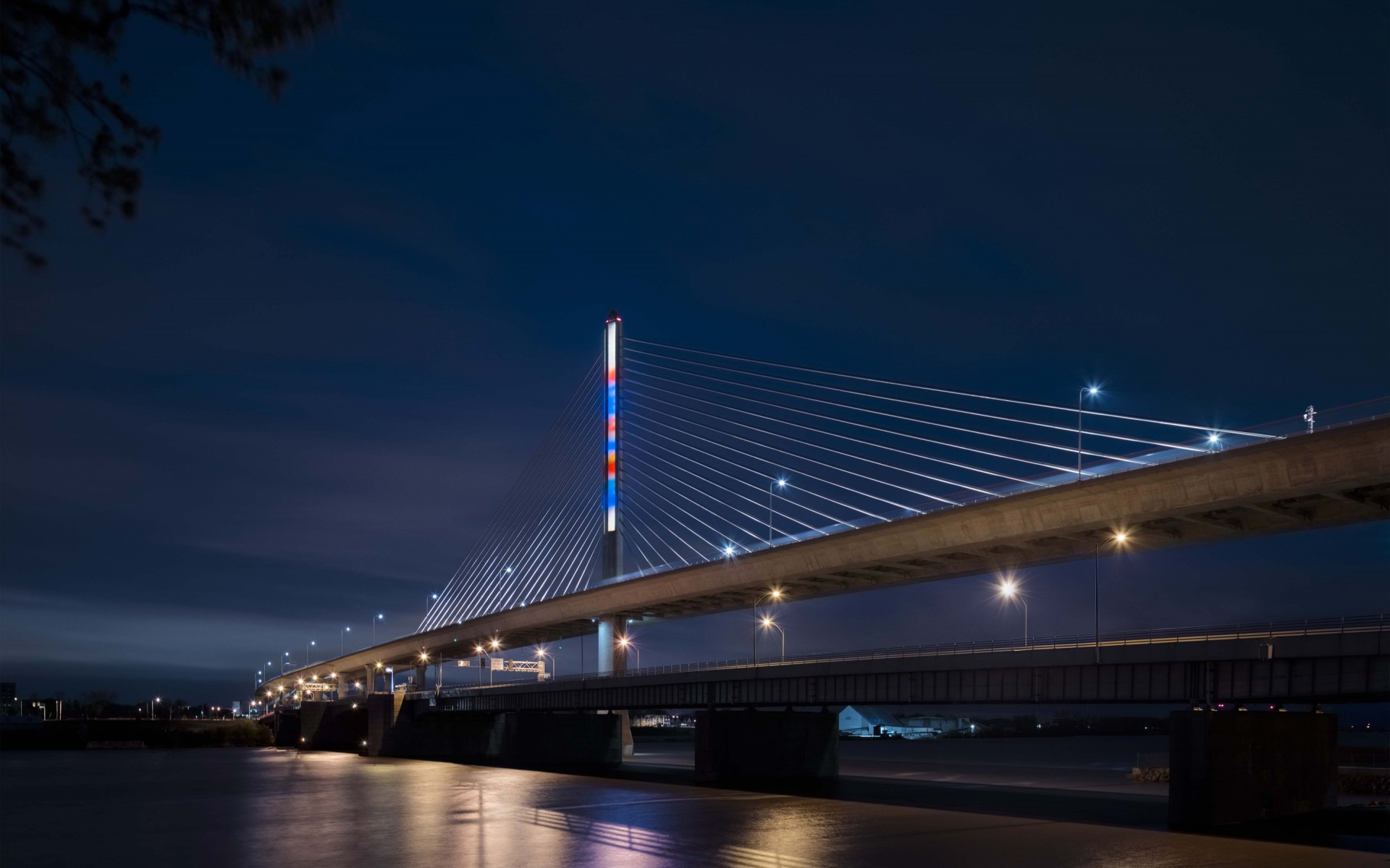 The Lumenfacade luminaires have reduced maintenance costs and increased the flexibility and controls of the bridge's lighting. – Feinknopf Photography