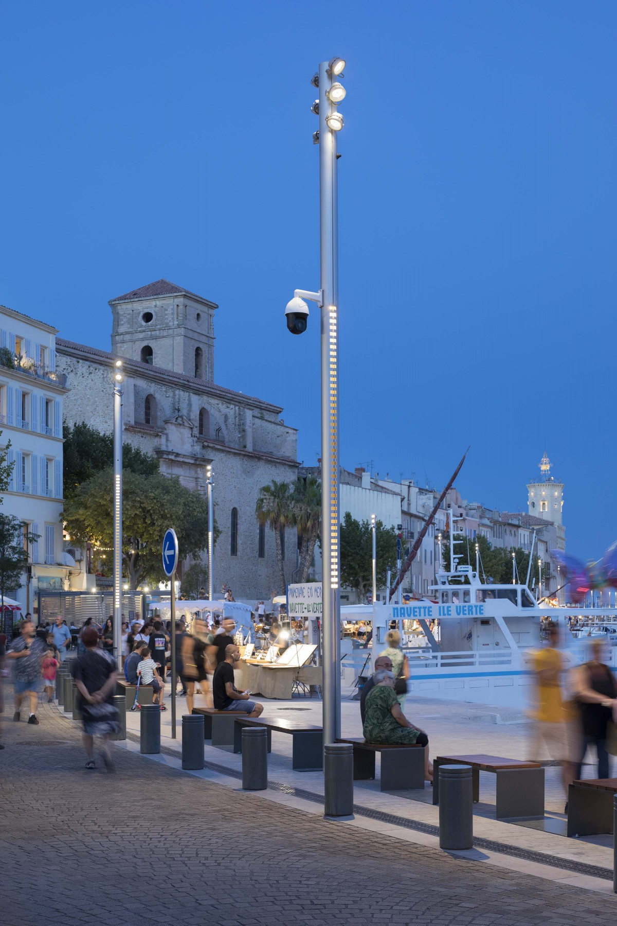 The lighting of the new promenade needed to ensure increased and uniform visual comfort for users. – Xavier Boymond